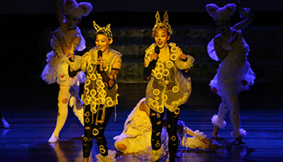 """Tunghai Cat"" Performed at Chung Yuan Christian University"