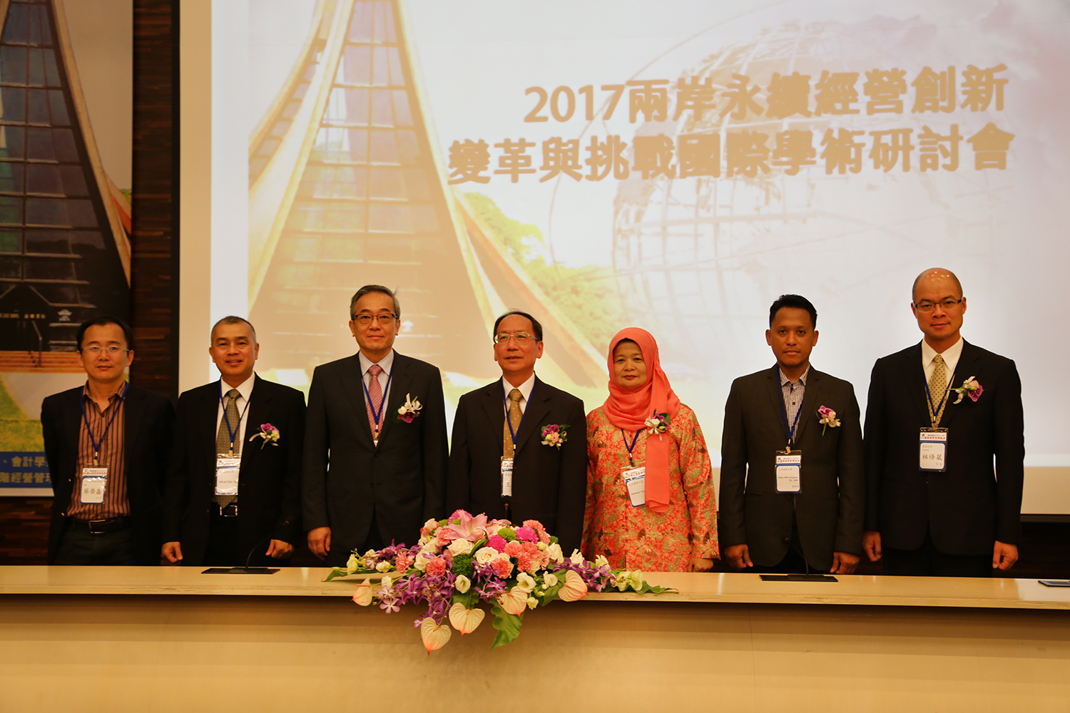 2017 Cross-Straits Sustainable Operation Innovations, Changes, and Challenges Seminar, Tunghai President Mao-Jiun Wang (fourth from right) and VIPs