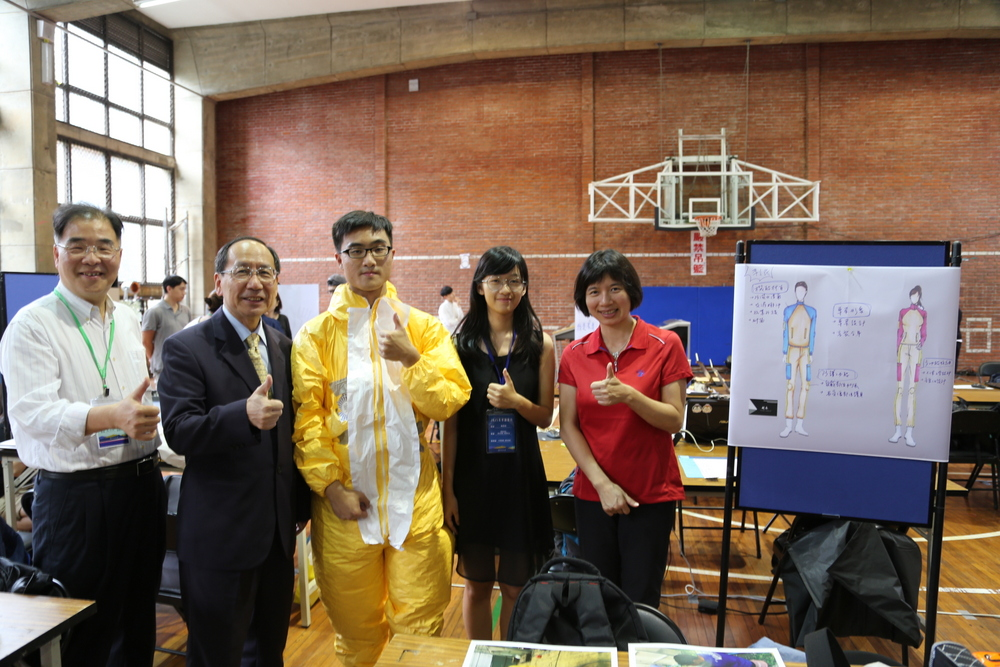 -	Taichung Deputy Mayor Yi-Ying Lin (First Right) and Tunghai President Mao-Jiun Wang (Second Left) encouraging students
