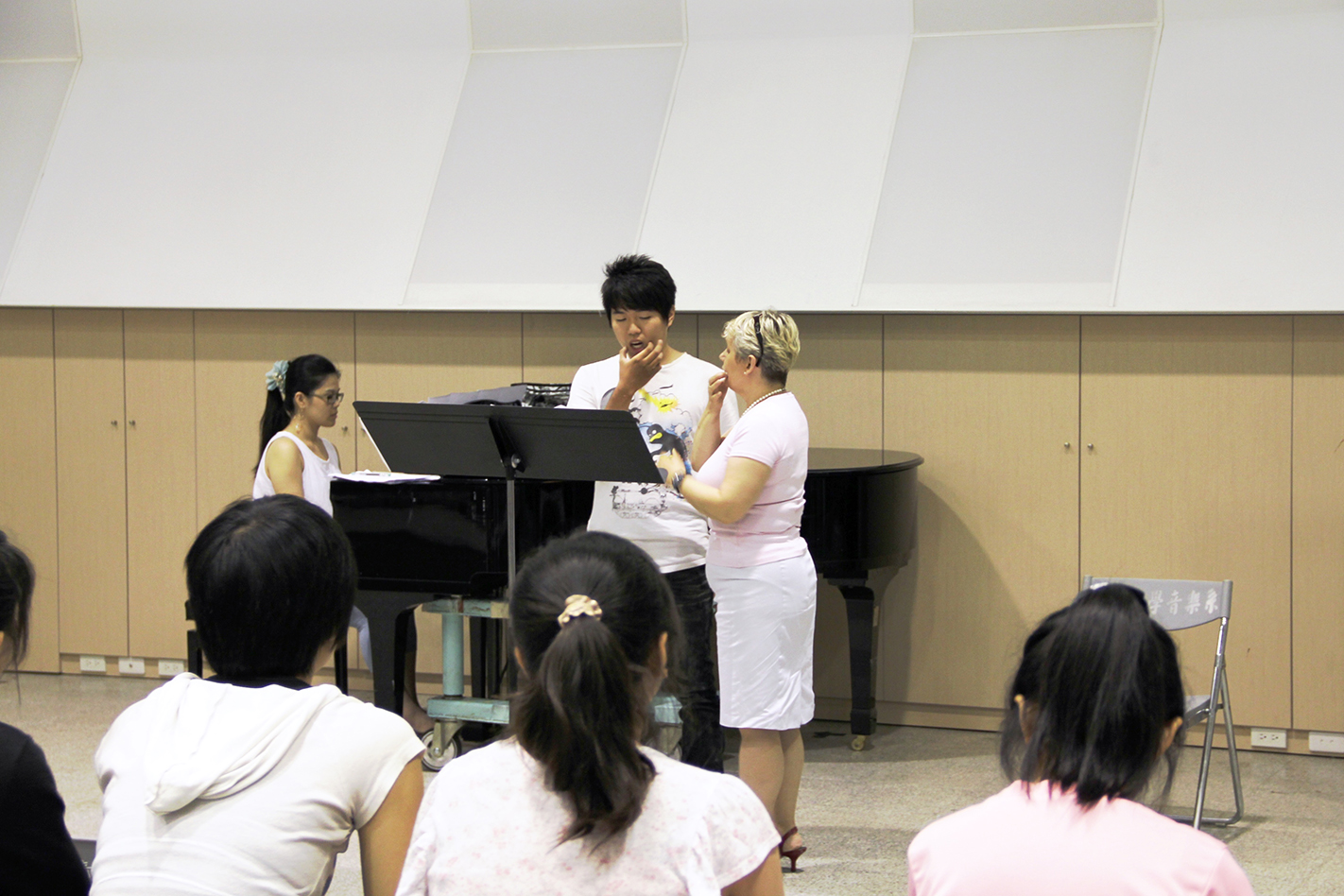 The vocal master class held by the Austrian vocalist Rannveig Braga-Postl when he came to Taiwan