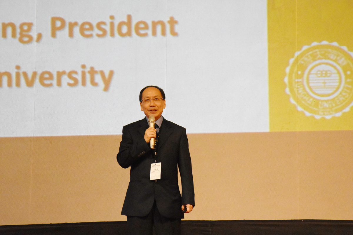 President Mao-Jiun Wang delivering a speech