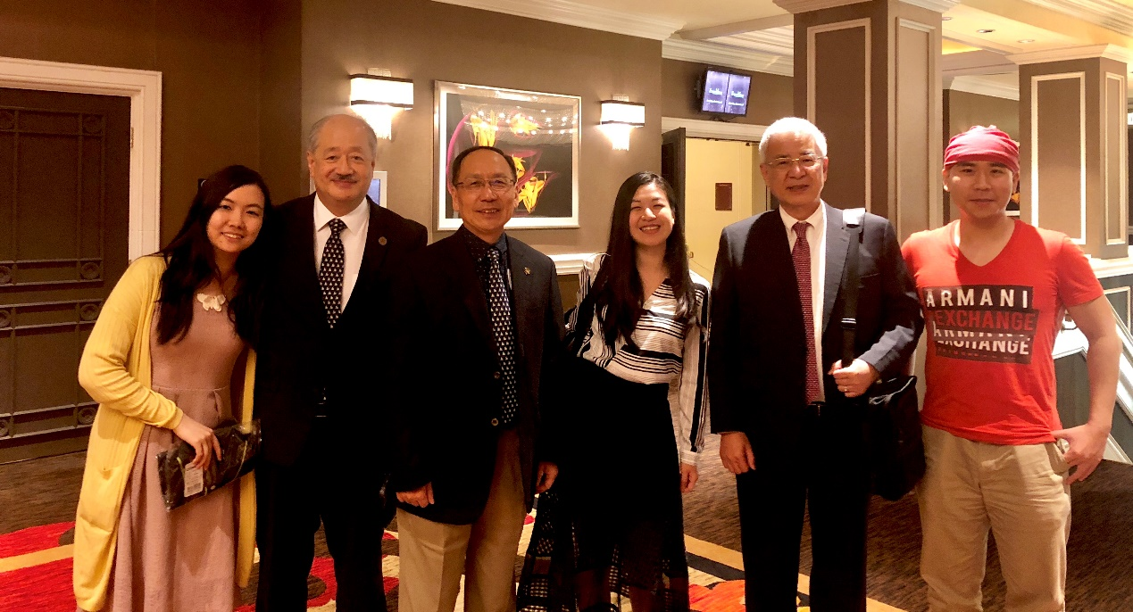 Chairman Ted C. Yang (second from the right),  President Mao-Jiun Wang (third from the left), Alumnus Zhi-Jie Yang (second from the left) and other young THU alumni.