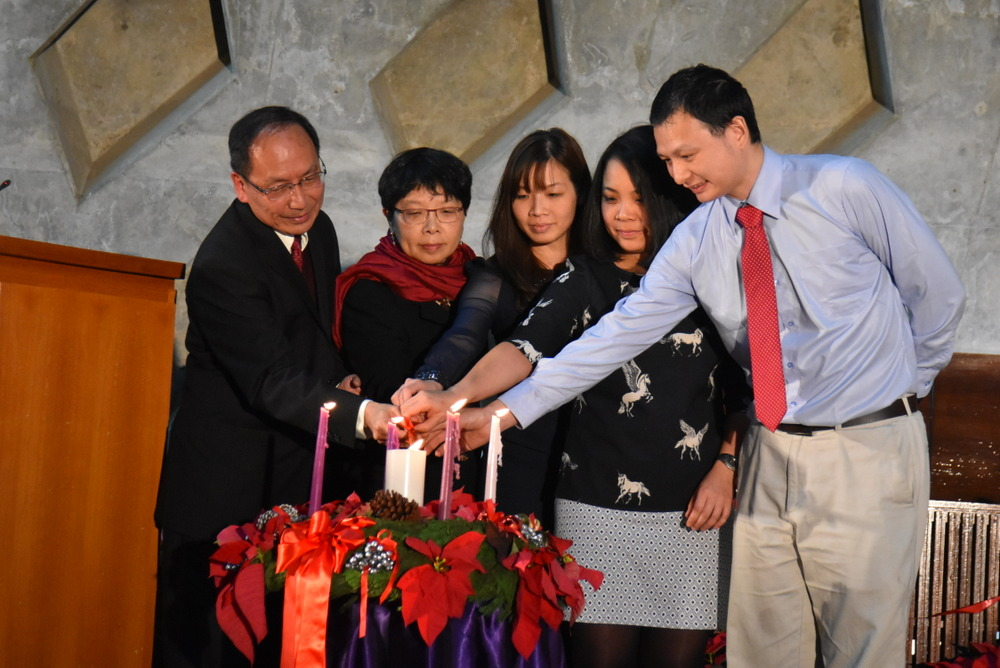 Lightening up Ceremony. President Mao-Jiun Wang and his wife, daughters, and son-in-law