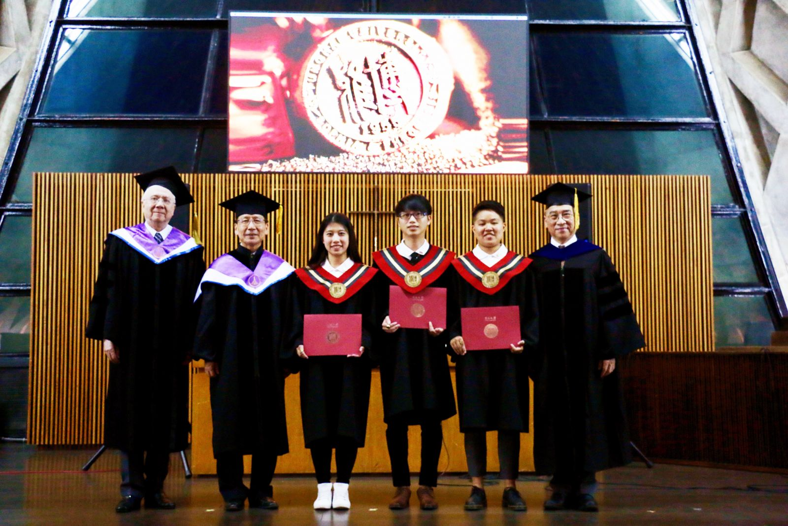 Photo of graduates and professors.