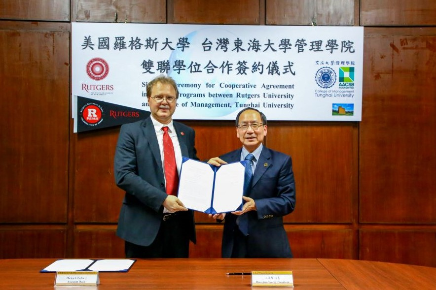 Tunghai and Rutgers sign 3+2 dual degree program agreement President M.J. Wang (right) and Asst. Dean D. Tschanz (left)