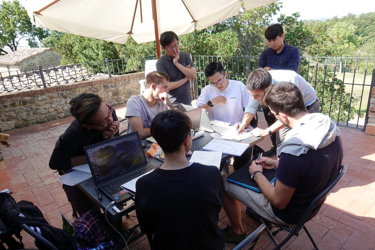 Staying over in one of the local wineries, namely, Poggio Bonelli, enabled the students to conduct on-site observations and discussions, thus learning about the cultivation of the grapes, the making of wine, the tasting of wine.
