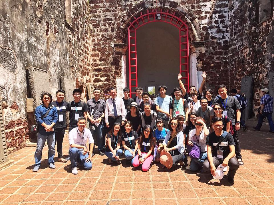 Through the introduction of local history and group field research, teachers and students visited culturally special communities, getting to know how architectures manifest under different cultural influences.