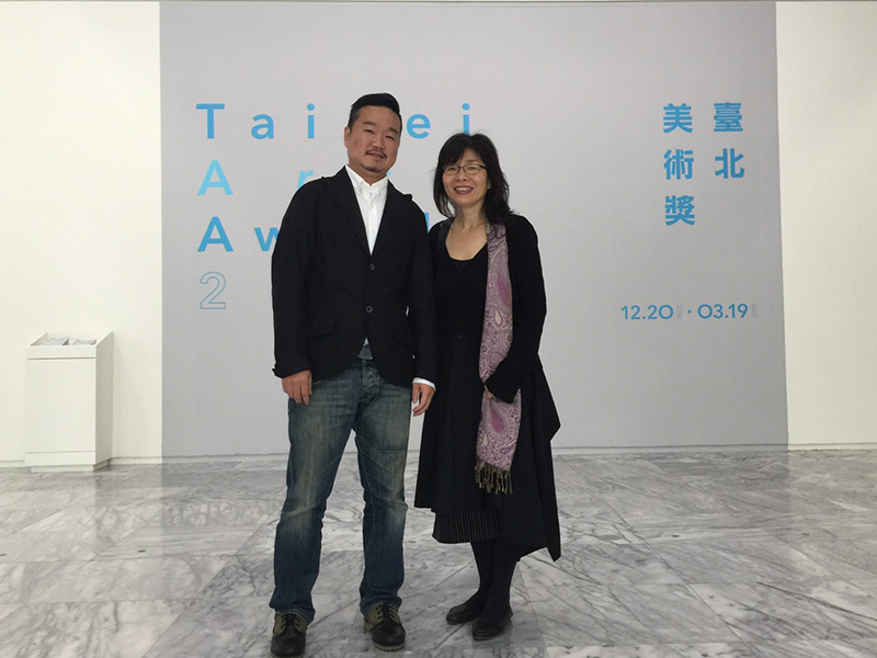 Director Hwei Lan Chang of the Department of Fine Arts attended the event to congratulate Tang