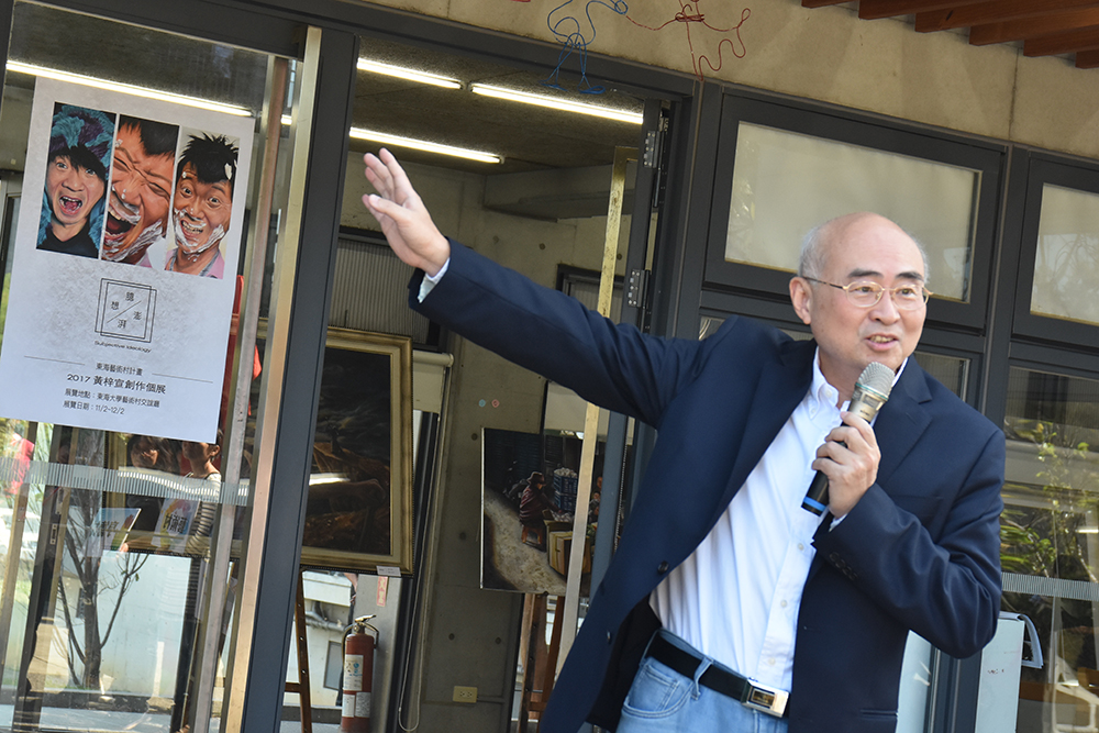 "Winston Lo (left), dean of student affairs, and Lin wen-hai (right), dean of College of Fine Arts and Creative Design and head of student dormitory ""Artist Village"" made an address"