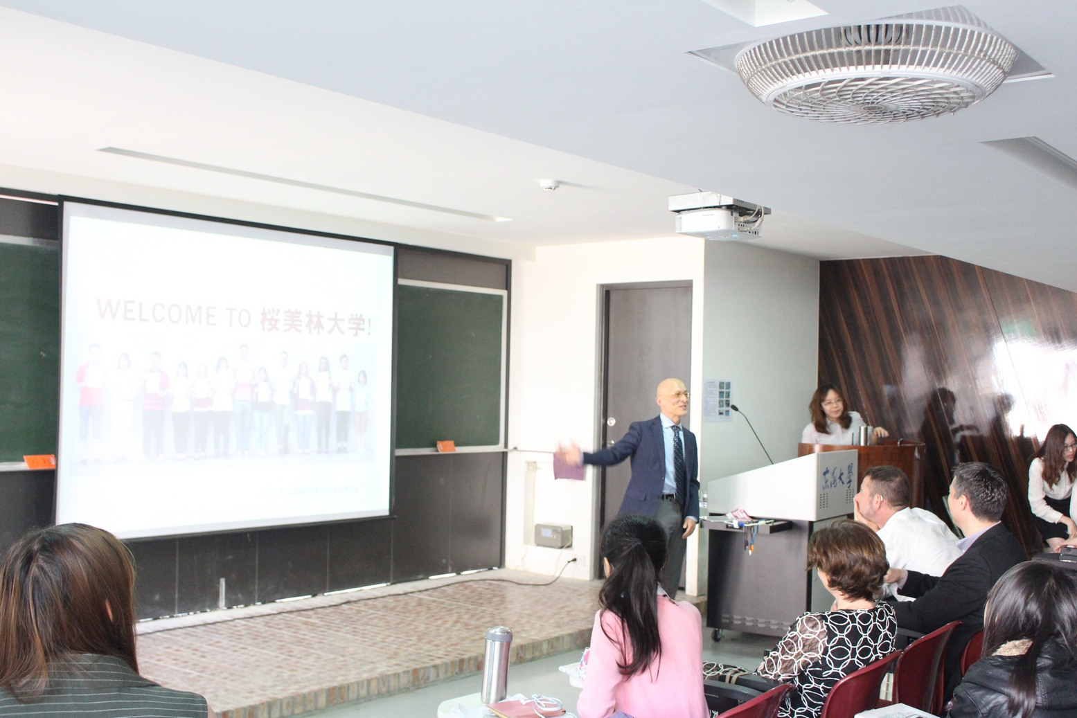 The program started off with a meeting hosted by Dean Hong-Wei Yen of the Office of International Education and Programs, introducing the current status and development of Tunghai's international education.