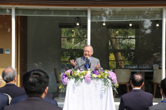 -	Board Chairman Chi-Hong Tseng delivering a speech