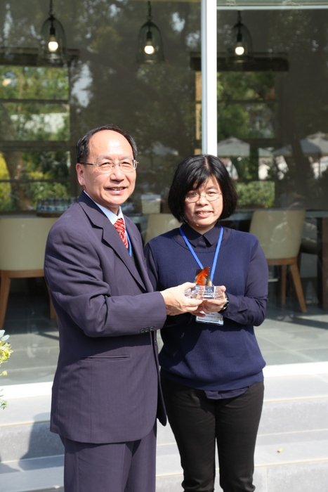 -	President Mao-Jiun Wang presenting the glass church to local enterprise