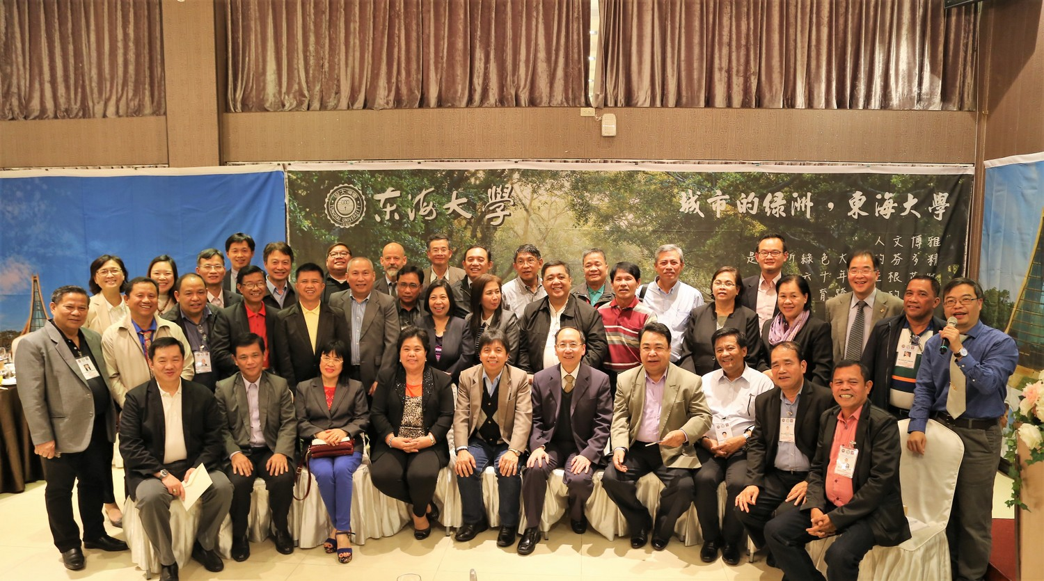 Group picture of honorable guests and hosts-