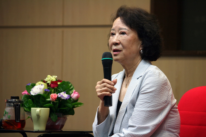 Professor Wenyue Lin's