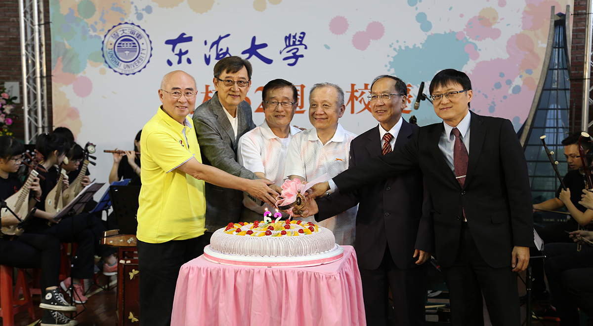 Principal Wang Mao-jun, Chairman Tseng Ji-hong, and V.I.P photo